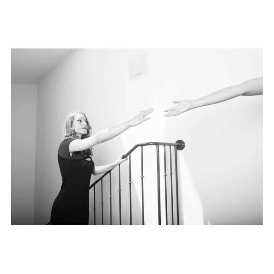 portrait mélancolique en noir et blanc