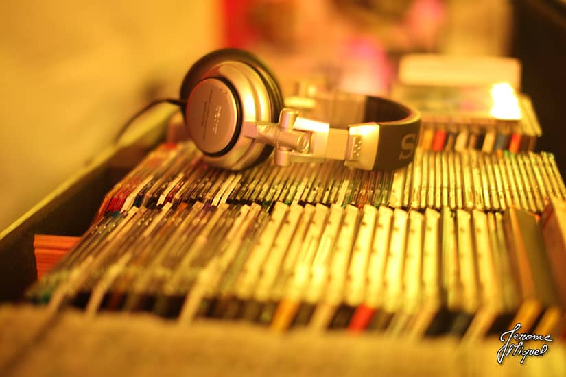 07 gros plan sur les cd du dj